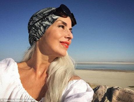 Bên cạnh việc là một người mẫu, bà Rossi còn là một họa sĩ, một nữ diễn viên kiêm nhiếp ảnh gia.