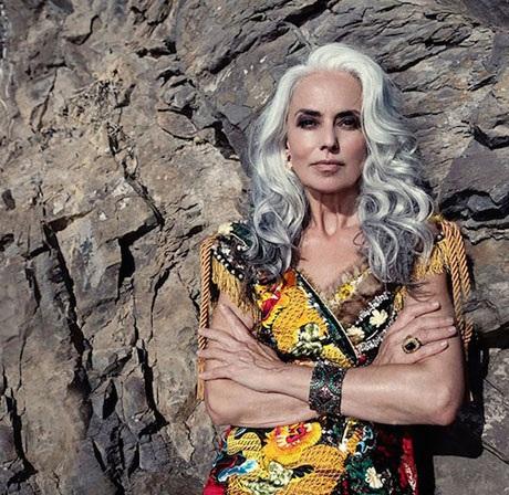 Dù ở tuổi 60 nhưng bà Rossi vẫn rất đắt show chụp hình thời trang, trình diễn catwalk.
