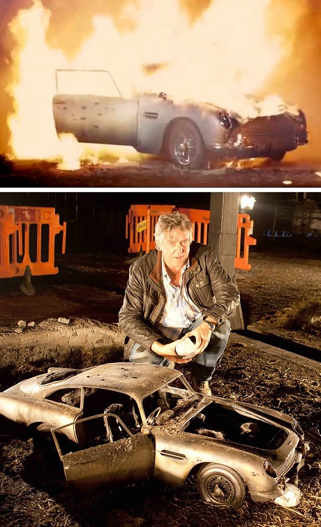 """Trong tập phim """"Skyfall"""" (2012), chiếc xe quý đã bị nổ tung, dù trong thực tế, chiếc Aston Martin DB5 của Bond không hề suy suyển bởi đó là một trong những chiếc xe quý nhất. Steve Begg, người thiết kế hiệu ứng đặc biệt cho một số tập phim James Bond, đang đứng bên mô hình chiếc Aston Martin DB5."""