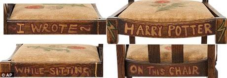 """JK Rowling thậm chí đã viết kỷ niệm lên bốn thành ghế rằng: """"Tôi đã viết/ tiểu thuyết Harry Potter/ khi ngồi/ trên chiếc ghế này"""". Chiếc ghế đã được Rowling quyên tặng sau khi tác phẩm của bà trở nên nổi tiếng trên khắp thế giới. Kể từ đó đến nay, chiếc ghế đã trải qua thêm hai lần đấu giá nữa."""