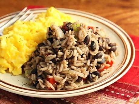 Costa Rica và món Gallo Pinto: Đậu đen vốn đã được biết tới là giàu khoáng chất. Người Costa Rica thường trộn đậu đen với gạo, thì là, hạt tiêu và tỏi, ngoài ra còn có trứng và các thức quả nhiệt đới khác như xoài, dứa, đu đủ, mã đề.