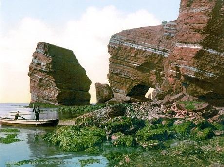 Núi đá ở quần đảo Heligoland, Đức.