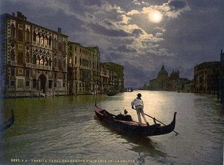Kênh đào Grand ở thành phố Venice, Ý, dưới ánh trăng.