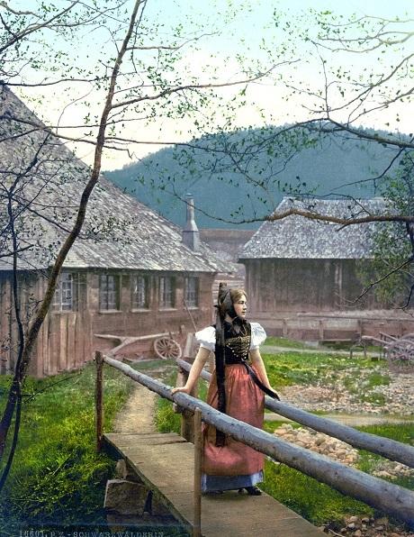 Cô gái ở vùng núi Rừng Đen của Đức.