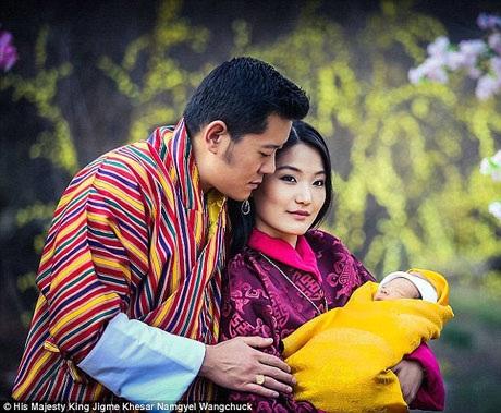 Hoàng hậu Pema sinh ra trong một gia đình khá giả nhưng về cơ bản, cô vẫn là một thường dân không có vị thế nổi trội khi so sánh với Quốc vương Bhutan.
