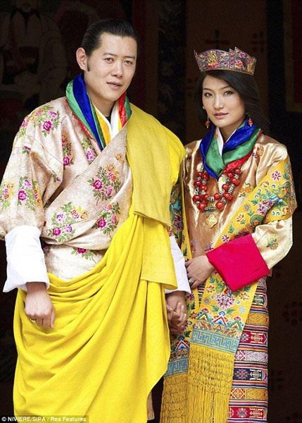 Cặp đôi trong trang phục truyền thống vào ngày diễn ra hôn lễ.