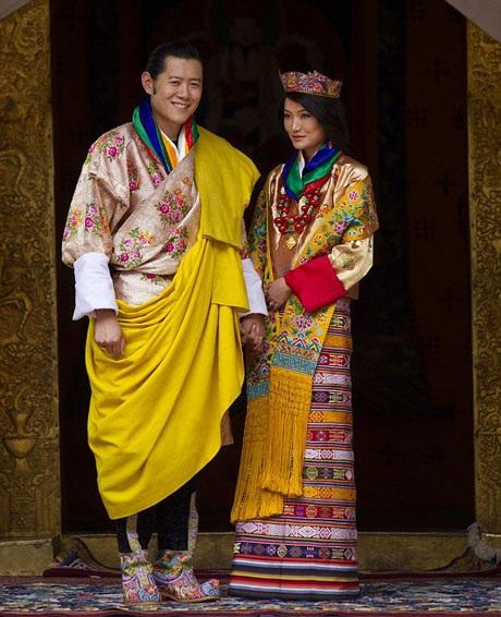 Quốc vương thường dành những lời đẹp đẽ nhất để nói về người vợ của mình, ngài khẳng định rằng bản thân rất tự hào về vợ.