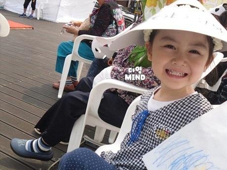 """Cô bé Yoon Da Young, một cô bé xinh xắn mang hai dòng máu Hàn - Việt đã trở nên nổi tiếng tại Hàn Quốc sau khi tham gia vào chương trình """"Chào bé con"""", em bắt đầu nhận được những lời mời làm người mẫu thời trang nhí và tham gia đóng phim."""