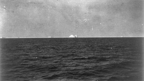 Bức ảnh chụp sáng ngày 15/4/1912 ghi lại hình ảnh tảng băng trôi đã khiến con tàu Titanic bị chìm.