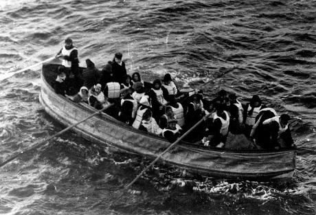 Cận cảnh một xuồng cứu hộ của tàu Titanic.