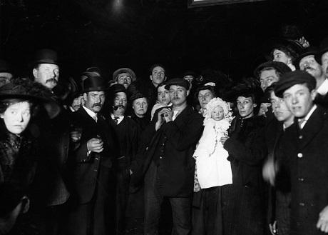 Những đám đông chờ đợi ở Southampton ngày 29/4/1912.