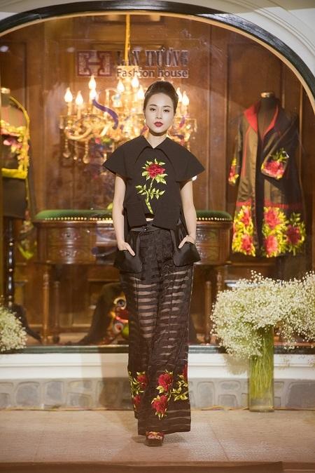 ...mà những trang phục phá cách dạo phố made by Lan Hương cũng đã được giới thiệu tới công chúng