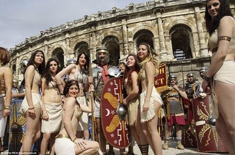 Lễ hội La Mã Vĩ đại được tổ chức thường niên ở thành phố Nimes của Pháp tôn vinh nét đẹp văn hóa của nền văn minh La Mã.