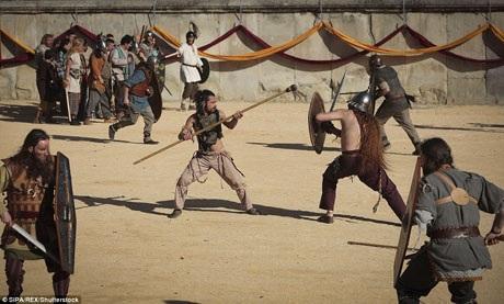 Những tình nguyện viên này vào vai những chiến binh. Ở thời La Mã, khi chiến tranh chủ yếu vẫn là đánh giáp lá cà, các võ sĩ luôn phải rèn luyện cho mình sự thiện chiến.