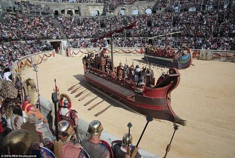 Tái hiện trận thủy chiến Actium ở ngoài khơi Hy Lạp. Thất bại trong trận chiến quan trọng này, Cleopatra và người tình Mark Antony đã buộc phải tự sát.