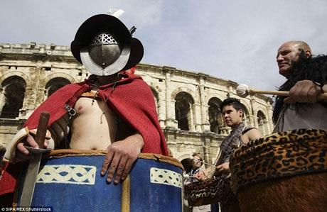 """Thường được gọi là """"thành Rome của nước Pháp"""", Nimes có những công trình xây dựng từ thời La Mã vẫn còn được bảo tồn tương đối hoàn hảo."""