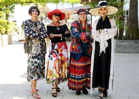"""Những cụ già """"rực rỡ"""" với thời trang khiến tuổi tác chỉ là… con số - 14"""