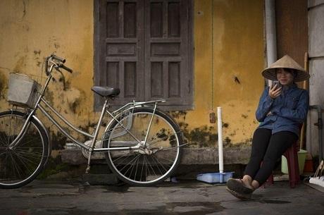 """Bức """"Hội An, Việt Nam"""" - Evan Jeffery. Hội An - một thành phố cổ kính - trong thời kỳ hội nhập."""