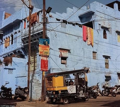Thành phố Jodhpur vốn rất thu hút các nhiếp ảnh gia bởi nơi đây chứa đựng một vẻ đẹp cổ kính xen lẫn hiện đại tạo nên sự đối chọi trong các khuôn hình.