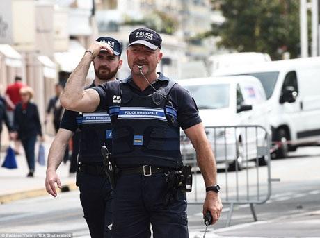 Thị trưởng thành phố Cannes khẳng định rằng việc thắt chặt an ninh sẽ không gây ảnh hưởng tới không khí tiệc tùng sôi động của sự kiện.