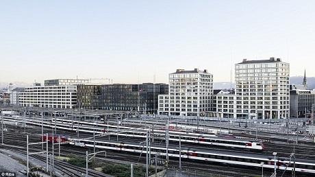 Công trình Europaallee Baufeld E nằm ở thành phố Zurich, Thụy Sĩ, là một công trình phức hợp đa chức năng, vừa là không gian thương mại, nhà ở, được xây dựng trên mảnh đất trước đây vốn đặt đường ray tàu hỏa.