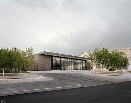Viện bảo tàng nghệ thuật Saint Louis ở St Louis, Missouri, Mỹ được xây dựng từ năm 1881, sau khi được mở rộng, bảo tàng có thêm gần 21.000m2 diện tích để xây dựng các công trình ngầm và mở rộng không gian triển lãm. Dự án mở rộng bảo tàng trị giá gần 150 triệu đô đã đem lại diện mạo mới cho công trình.