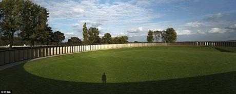 Đài vòng tưởng niệm ở xã Ablain-Saint-Nazaire, Pháp là một công trình tưởng niệm 600.000 người lính đã chết trên địa phận miền bắc nước Pháp trong Thế chiến I, họ là những người lính ở cả hai bên chiến tuyến.