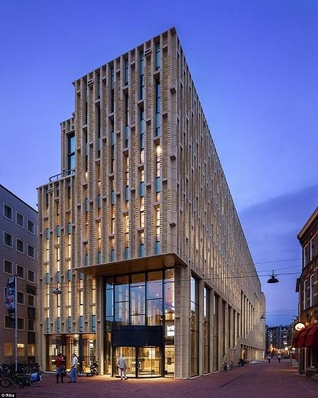 Nhà Văn hóa Rozet ở thành phố Arnhem, Hà Lan gồm có không gian thư viện, một trung tâm di sản và một trường đại học cộng đồng. Arnhem đang được xây dựng theo định hướng phát triển để trở thành một trung tâm văn hóa của Hà Lan.