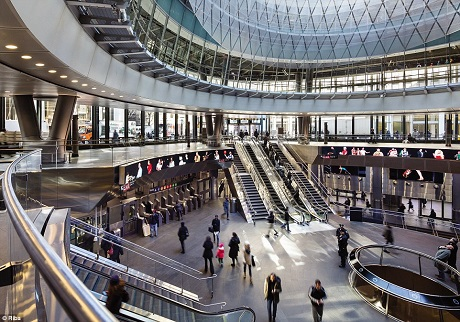 Trung tâm Fulton ở New York là chốt giao thông quan trọng cũng đồng thời là một trung tâm mua sắm. Công trình với vốn đầu tư khổng lồ gần 1,5 tỉ đô đã đem lại sức sống mới cho nhà ga tàu điện ngầm Fulton.