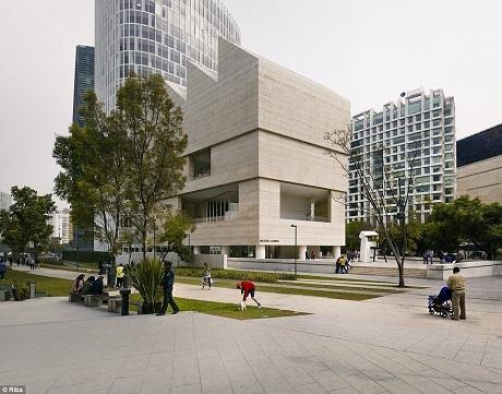 Bảo tàng Nghệ thuật Jumex nằm ở quận Nuevo Polanco, thành phố Mexico, được mở cửa vào năm 2013, nơi đây chào đón 300.000 lượt du khách mỗi năm.