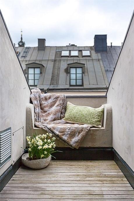 Một không gian tự chế trên tầng thượng cho những ngày nắng nhẹ, gió mát.