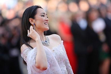 Vì sao Củng Lợi thấy buồn khi bước đi trên thảm đỏ ở Cannes? - 1