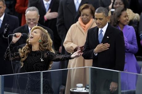 Nữ ca sĩ Beyonce rất thân thiết với ngài Tổng thống.