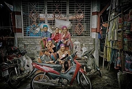 """""""Người dân bản địa ở vùng núi phía Bắc Việt Nam"""" - Xiang Cong Tham (Singapore)"""