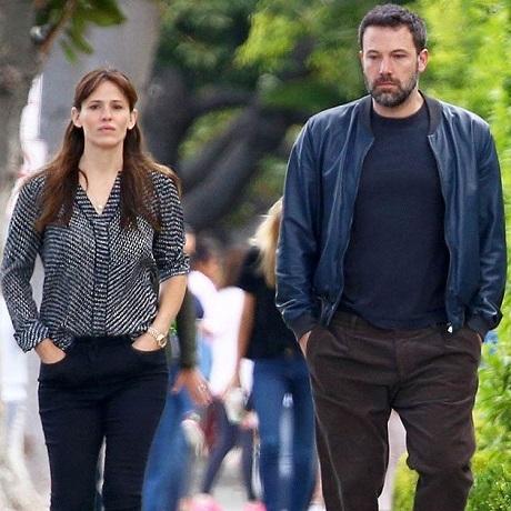 Jennifer Garner chia sẻ đầy mạnh mẽ sau thất bại hôn nhân thứ hai trong đời với nam diễn viên Ben Affleck, trước đây, Jennifer Garner cũng đã từng thất bại trong cuộc hôn nhân với người chồng đầu - nam diễn viên Scott Foley: