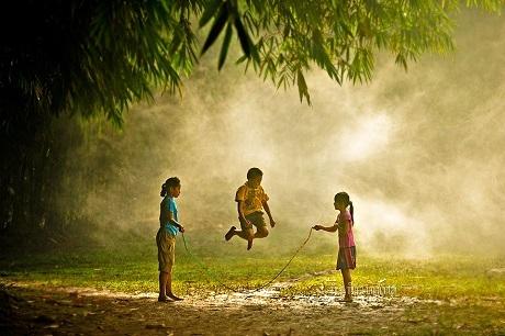 Trò chơi quen thuộc của tuổi thơ (Ảnh: Rio Rinaldi Rachmatullah)