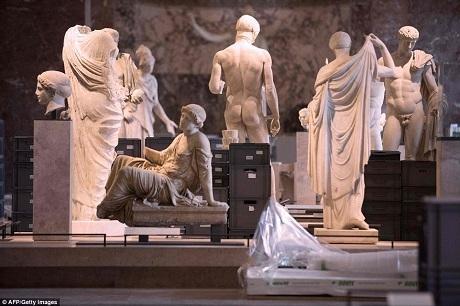 Bảo tàng Louvre - bảo tàng có số lượng khách tham quan lớn nhất thế giới - nơi lưu giữ những siêu phẩm nghệ thuật, đã buộc phải đóng cửa để chuyên tâm vào công tác bảo vệ các tác phẩm của mình.