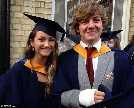Aiden Webb và Bluebell Baughan. Cô Baughan là người cuối cùng được biết tin tức về Aiden Webb sau khi anh gọi điện cho cô để thông báo rằng anh đã bị ngã xuống một con thác và bị thương.