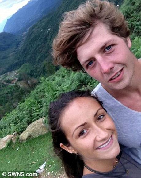 Aiden Webb và bạn gái từng sống ở Cambridge, Anh, ở nơi đây, anh theo học kịch nghệ tại trường Đại học Anglia Rushkin. Thú vui của Aiden chính là leo núi.