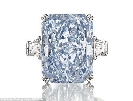Viên kim cương xanh thô khổng lồ đã được tìm thấy cách đây hai năm, sau khi được chế tác, cắt xẻ, nó đã tạo thành bốn viên mới, trong đó có viên Cullinan Dream - viên kim cương xanh (đã qua chế tác) có kích thước lớn nhất từng được rao bán trên thị trường.
