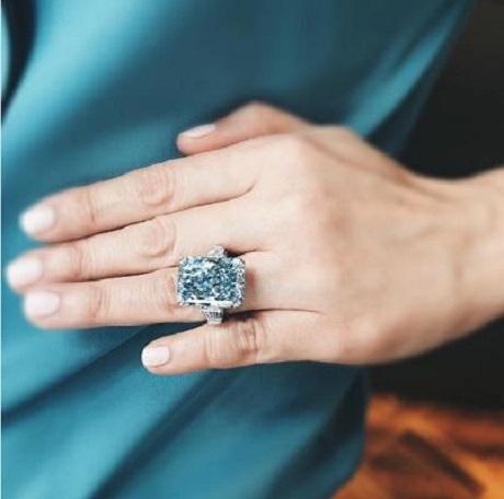 Viên kim cương xanh lớn nhất thế giới có giá… 555 tỉ đồng - 2