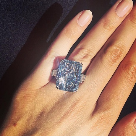 Viên kim cương lớn nhất có hình chữ nhật được cắt xẻ từ viên kim cương thô khổng lồ được đặt tên là Cullinan Dream. Viên này đã vừa được đem đấu giá tại New York trong tuần qua.