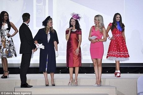 Đang đi thi Hoa hậu, thí sinh bất ngờ được bạn trai… cầu hôn - 13