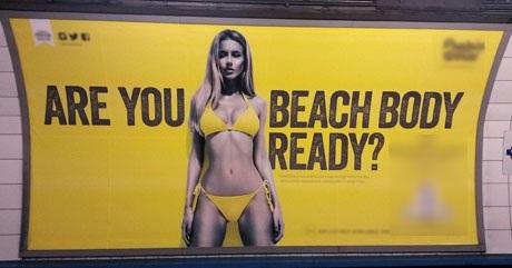 """Quảng cáo khiến chị em """"bất an"""" trong mùa đi biển… bị cấm - 3"""