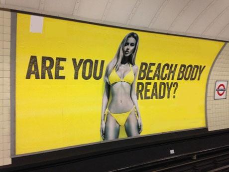 """Quảng cáo khiến chị em """"bất an"""" trong mùa đi biển… bị cấm - 2"""
