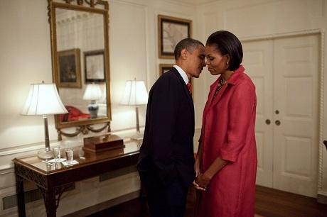 Một khoảnh khắc đẹp của ông bà Obama trong Nhà Trắng.