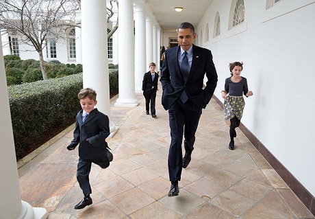 Ông Obama chạy thi với những người con của một nhân viên cấp cao làm việc trong Nhà Trắng.