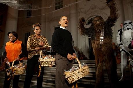 Nhà Trắng phát kẹo cho trẻ nhỏ dịp lễ Halloween.