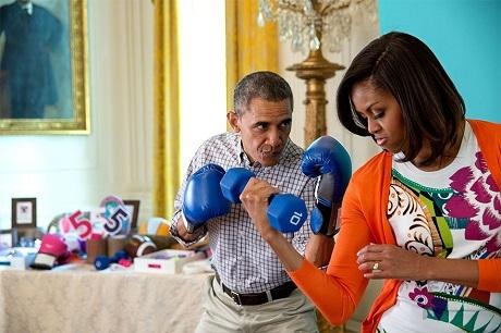 Một khoảnh khắc hài hước của ông bà Obama.