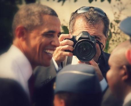 """Nhìn lại """"gia tài"""" của người chụp ông Obama trong hơn… 2 triệu bức ảnh - 1"""